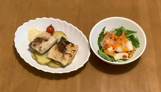 木曜日.めかじきのハーブムニエル+イカと野菜のマリネ