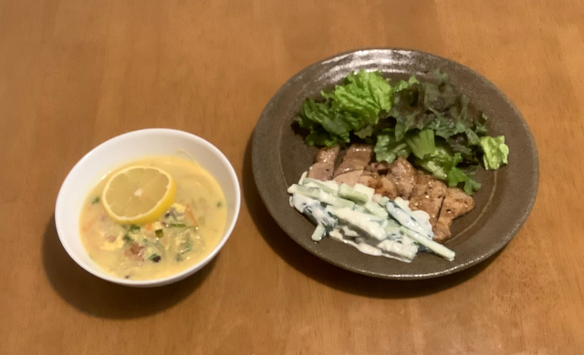 ポークソテー(サジギソース)+雑穀入りレモンスープ