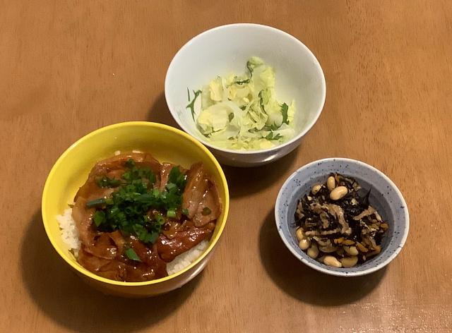 木曜日.やまと豚焼肉重+ひじきと大豆の煮物+蒸し野菜