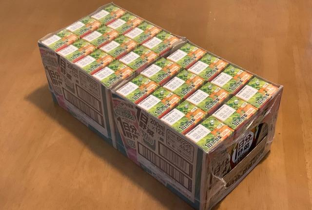 紙パック入り野菜ジュースなら、賞味期限が長く常温で長期間ストックしておくこともでき、まとめ買いすれば通常より安く買う